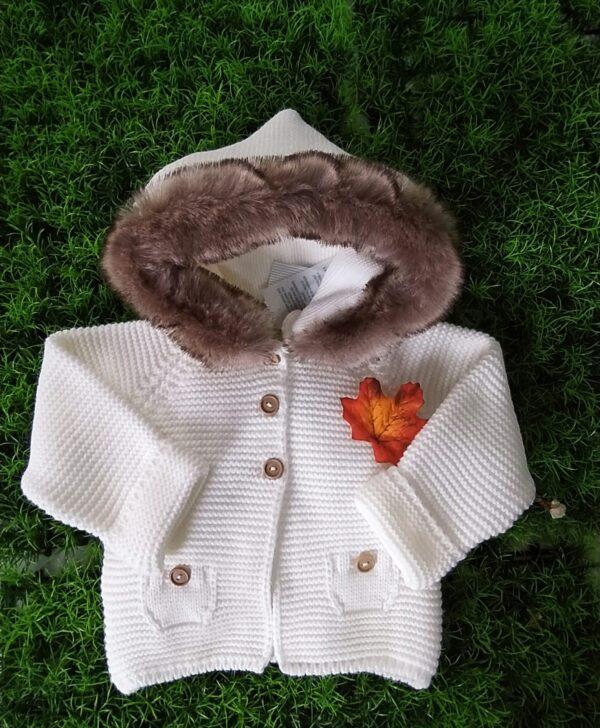 Trenka cruda bebé tricot capucha pelo